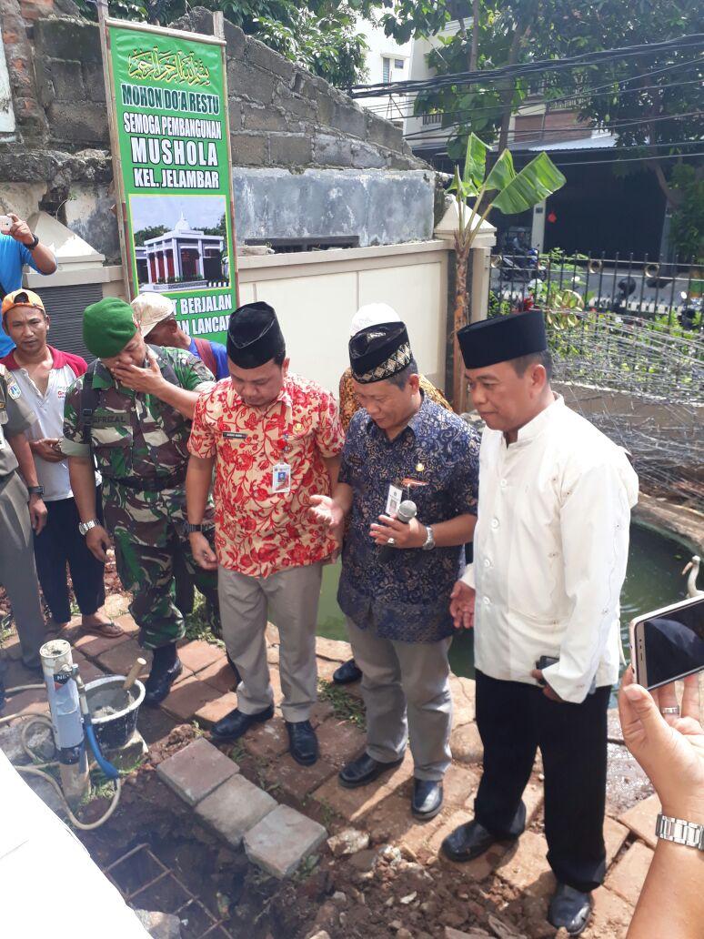 Duta Info Wakili Danramil Babinsa Bersama Camat Letakan Batu Pertama Mushola